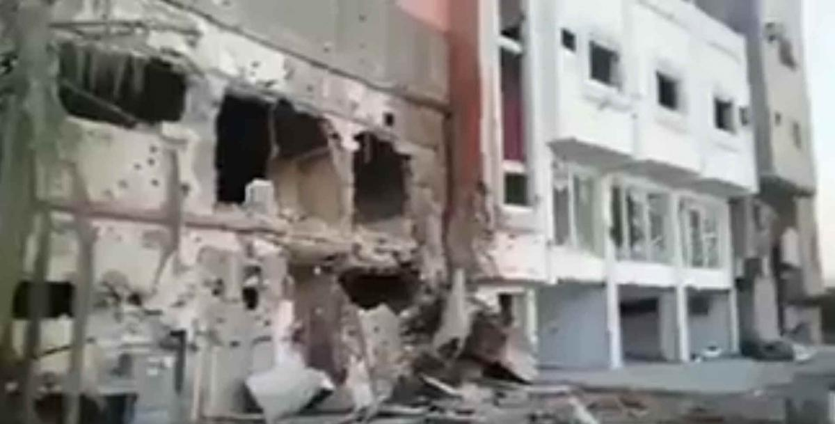 "Damaged buildings in Awamiyah (<a href=""https://twitter.com/roridonaghy/status/864787994745688064"">from a video clip posted on Twitter</a>)"