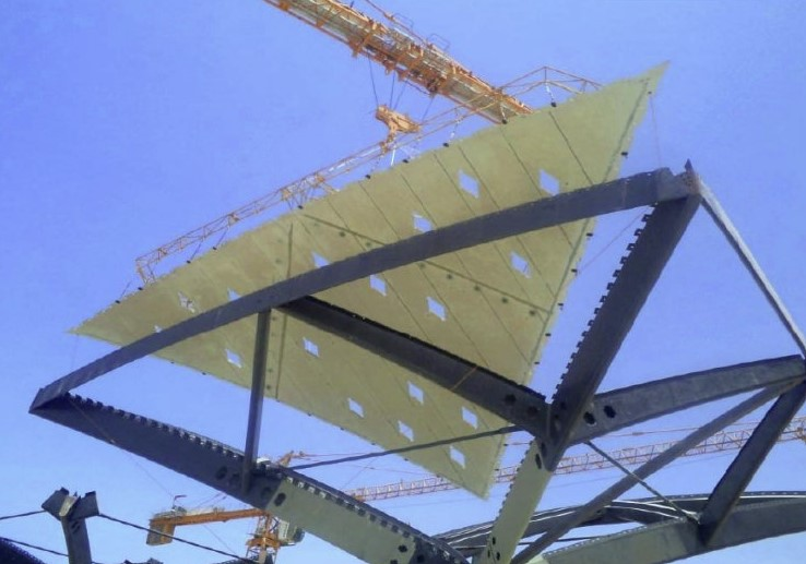 Manoeuvring a roof panel into place at Jeddah station