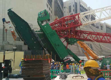 The toppled crane at the Grand Mosque