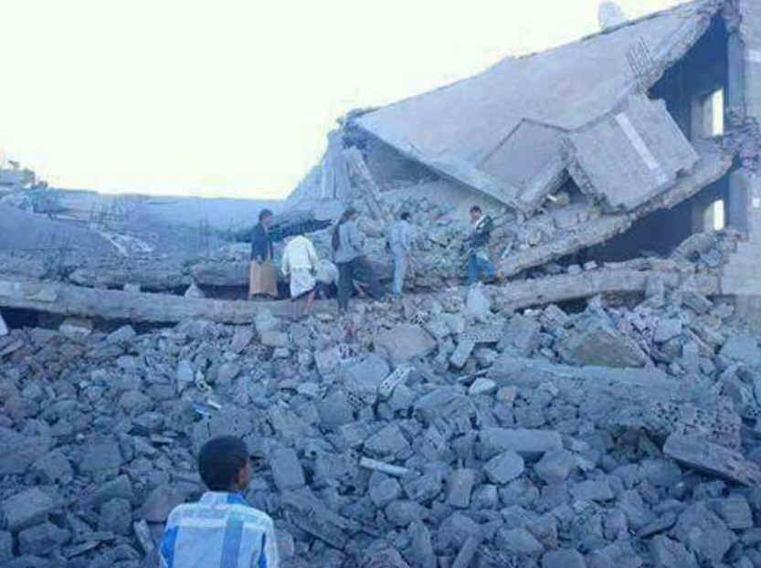 "Houses said to have been destroyed by Saudi bombing in Taiz province. <a href=""https://twitter.com/hussam25173474/status/792367089625473024"">Source: Hussam Almolaiki</a>"